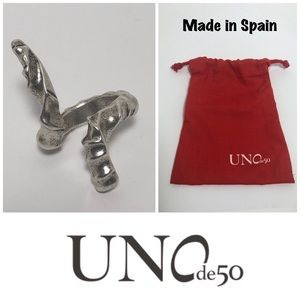 Uno de 50 Cheyenne Twisted Spike Bypass Ring w/Bag